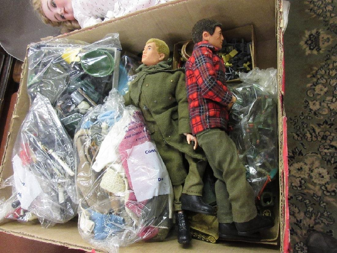 Collection of various plastic soldiers together with