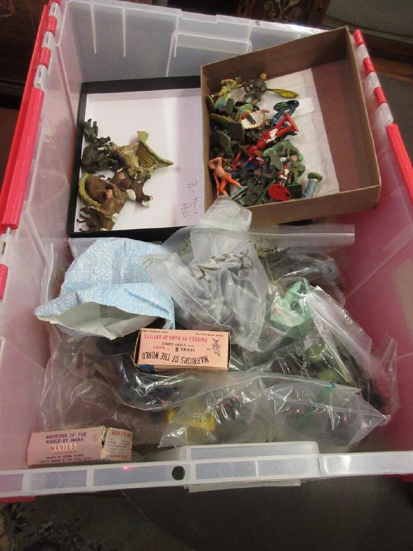 Box containing a quantity of 1950's / '60's toy