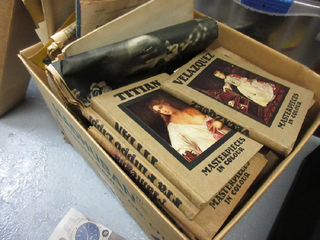 Box containing a collection of thirty 1920's