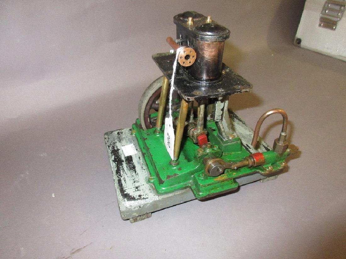 Twin piston vertical stationary engine