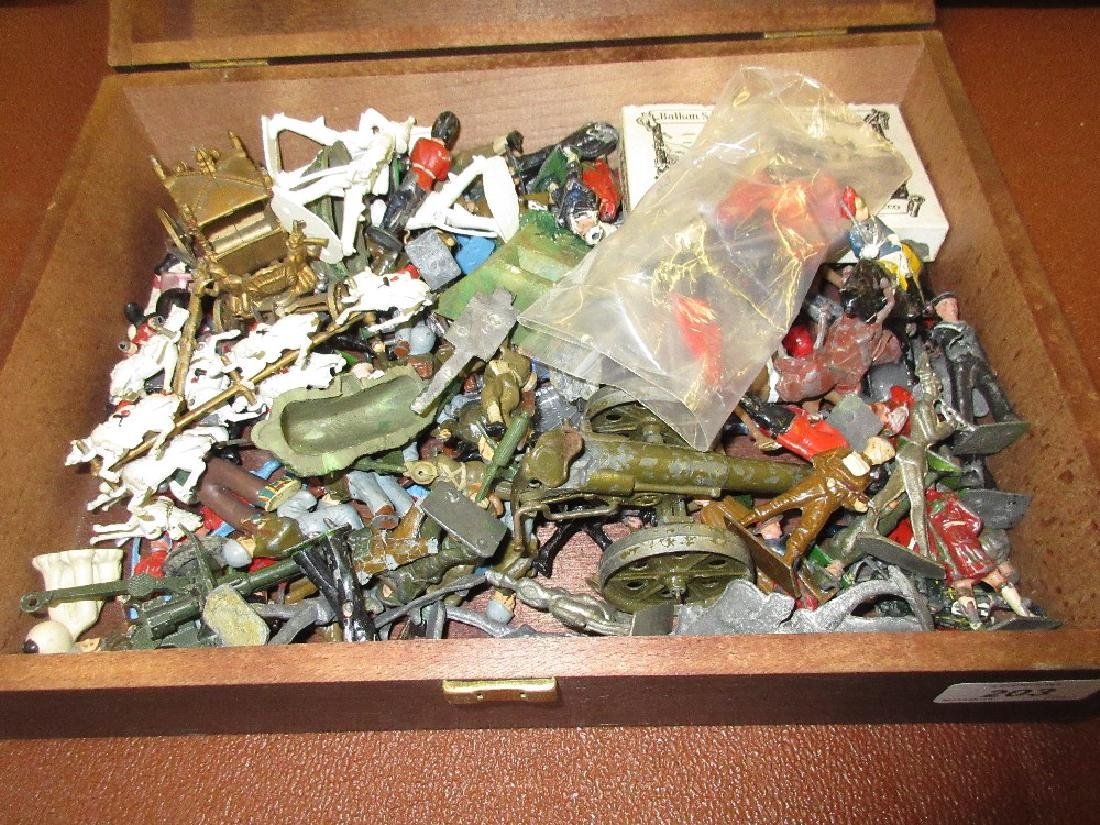 Quantity of lead and plastic model soldiers and figures