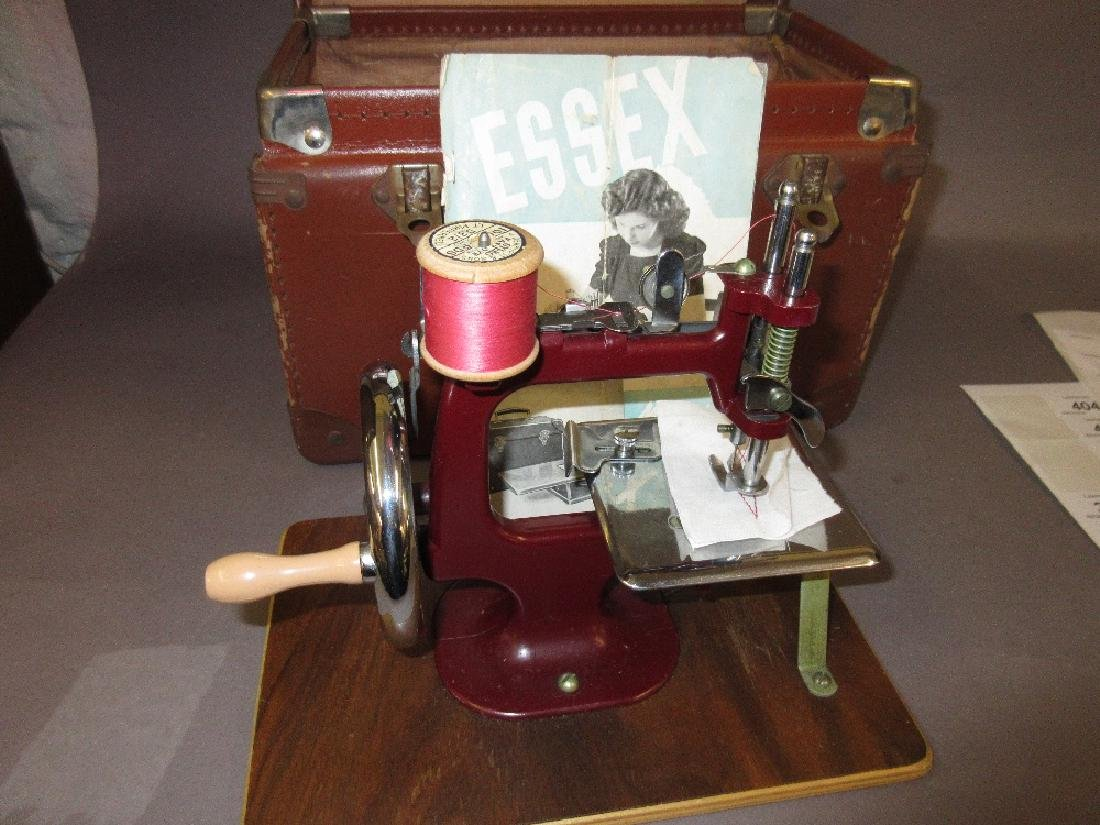 Small Essex miniature sewing machine in original
