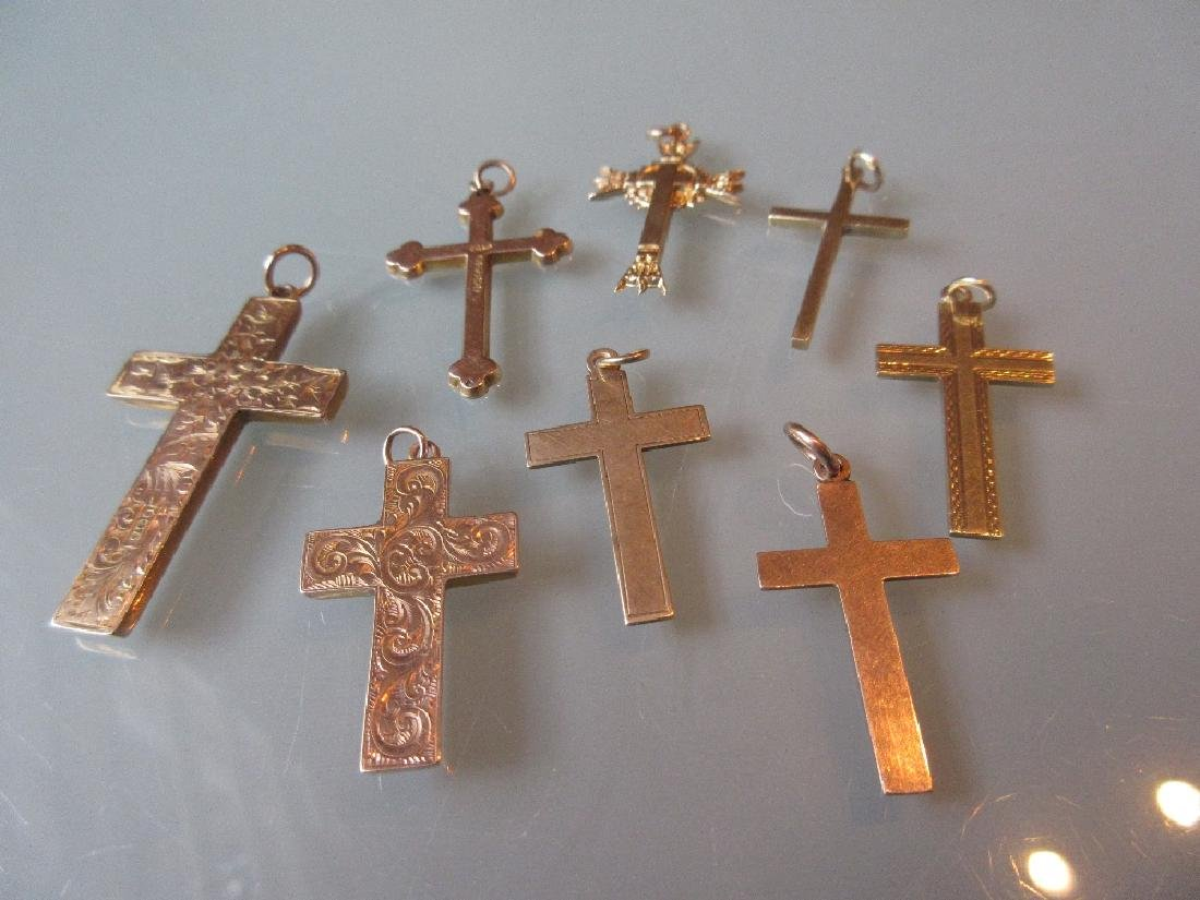 Group of eight various 9ct yellow gold crucifix