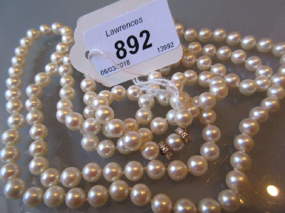 Single row cultured pearl necklace with 18ct gold and