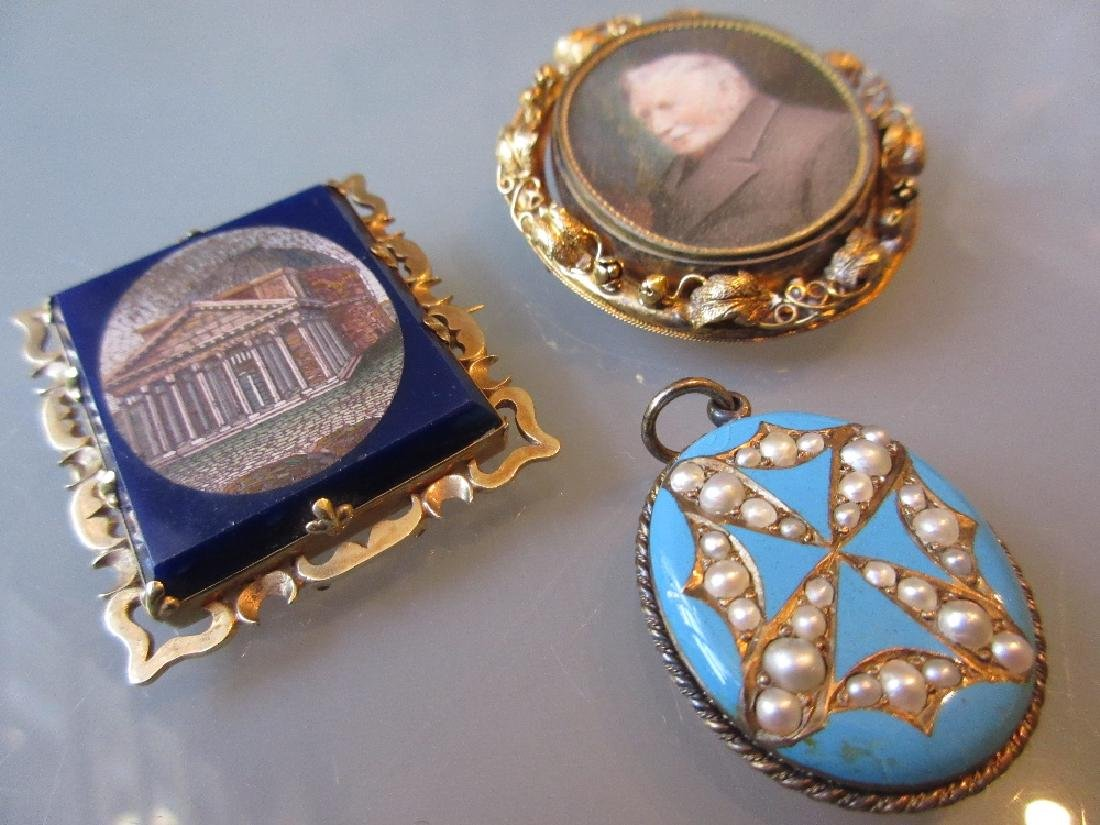 Victorian pinchbeck swivel brooch set with a miniature