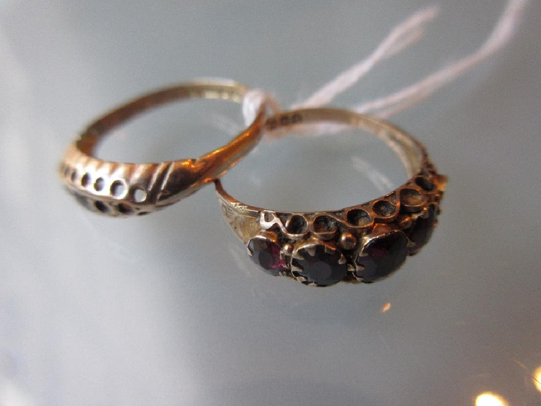 9ct Gold five stone garnet ring together with a 9ct