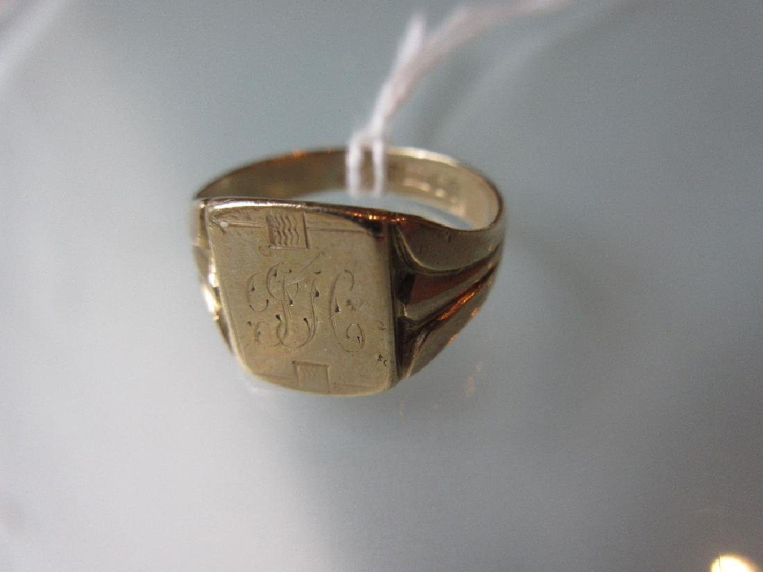 9ct Gold signet ring with engraved initials