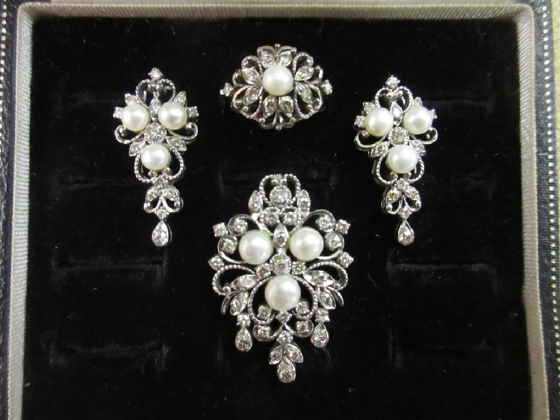 20th Century suite of jewellery set with cultured