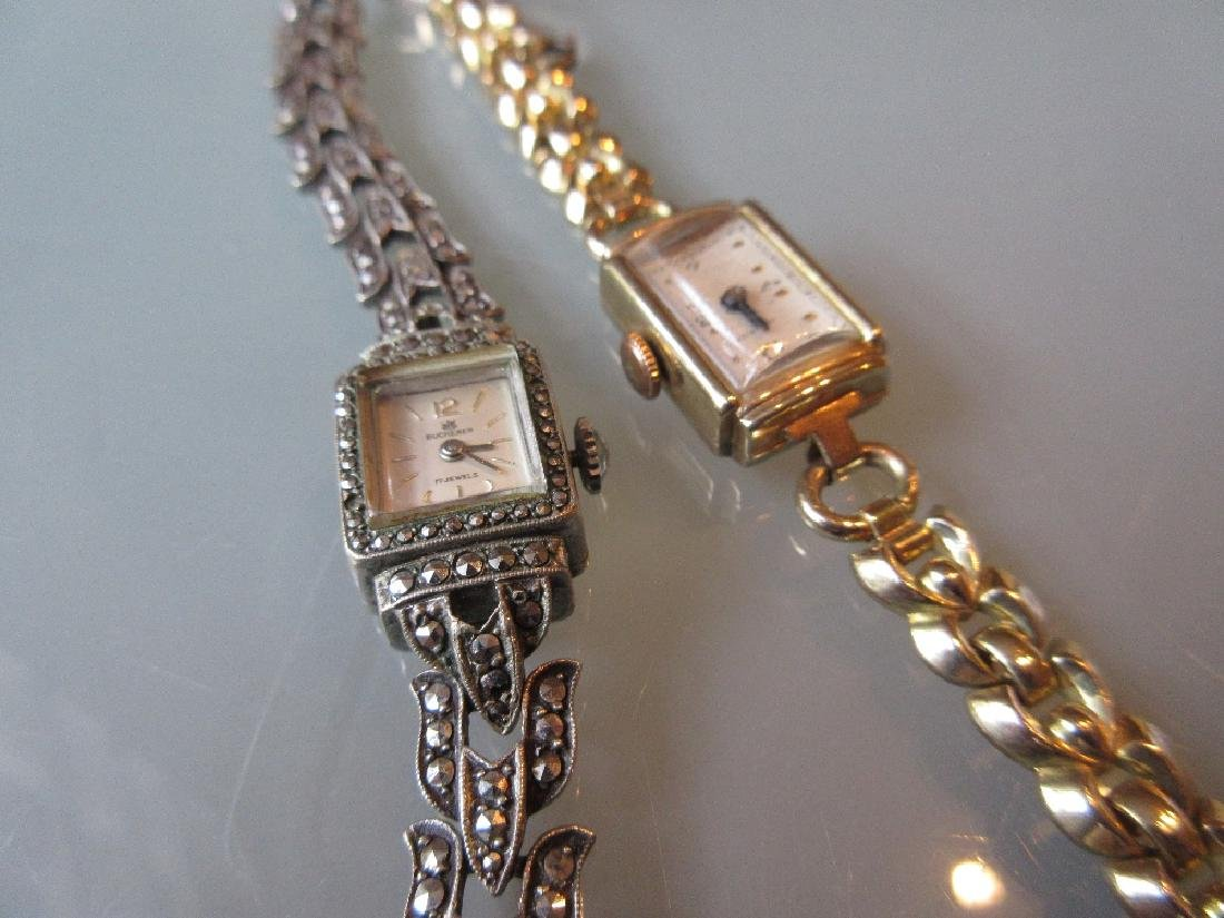Ladies Derrick 9ct gold cased wristwatch with gold