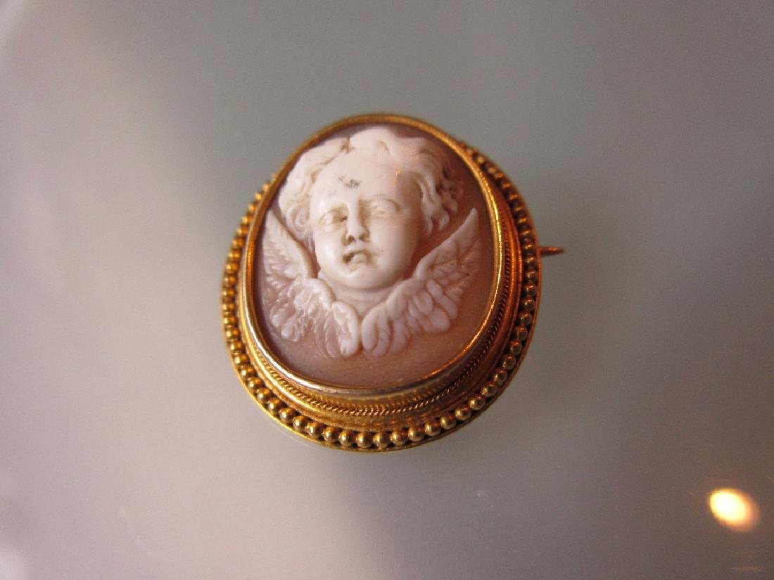 Small Victorian oval carved shell cameo brooch in a