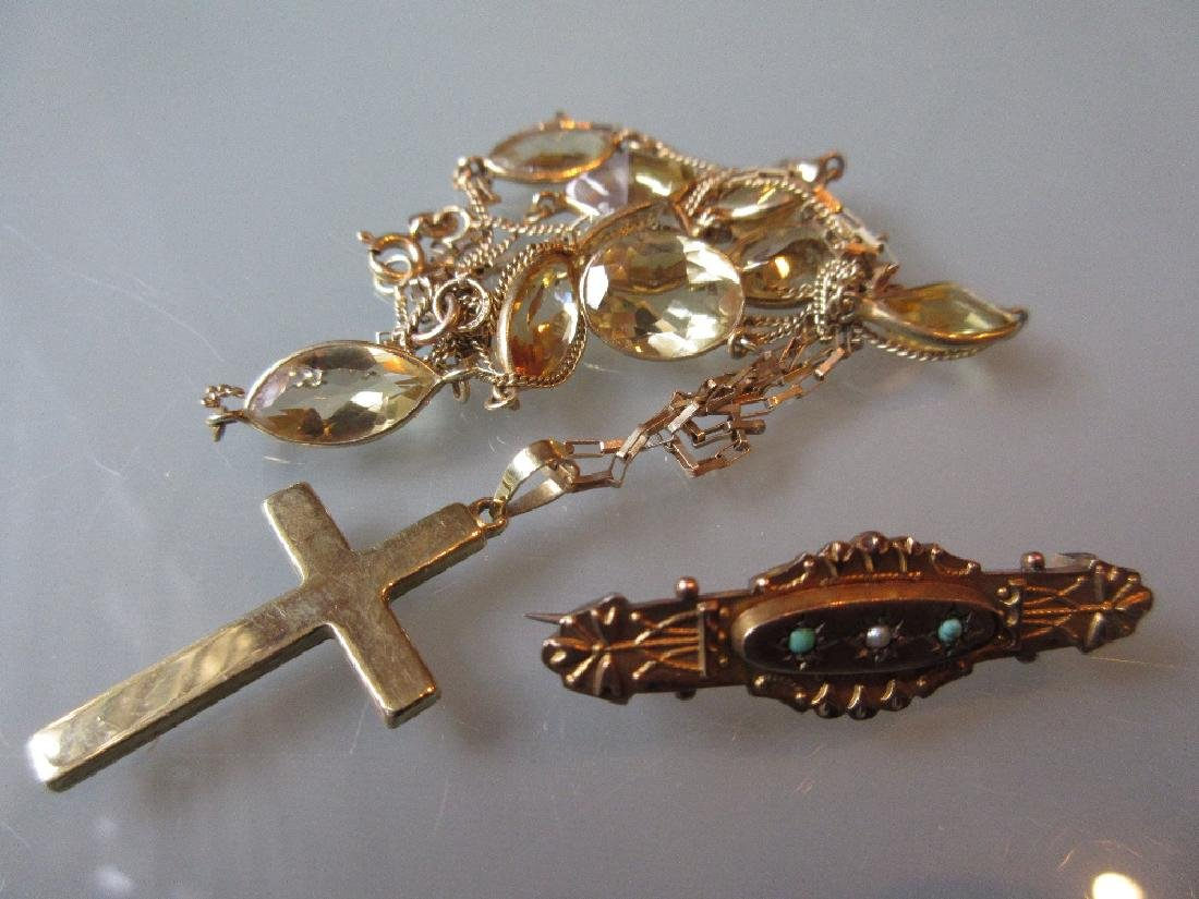 Victorian 9ct gold bar brooch, together with two silver