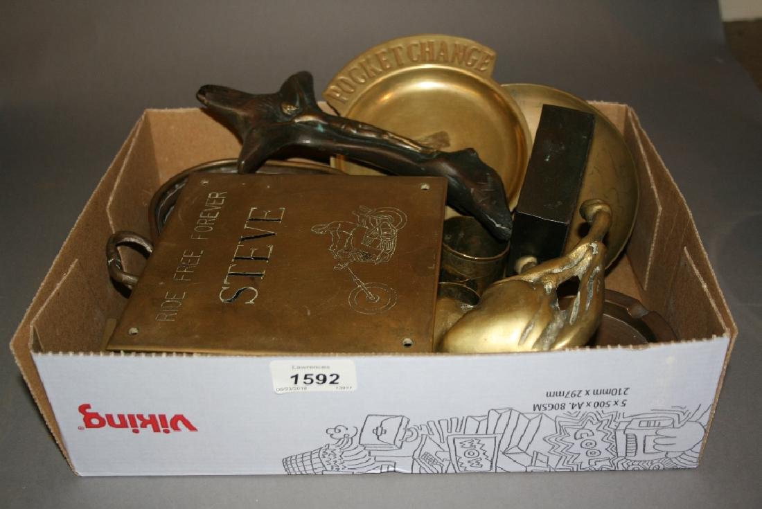 Quantity of various decorative copper and brass