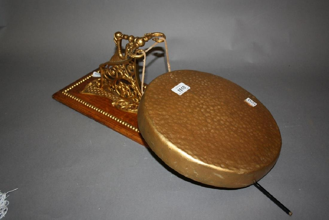 Good quality Victorian gilt brass and oak dinner gong