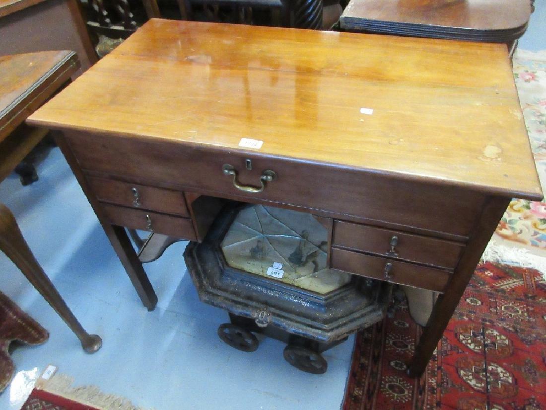 19th Century mahogany kneehole desk / dressing table