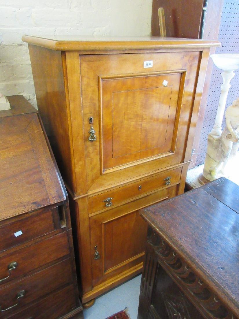 Edwardian satinwood side cabinet having moulded top