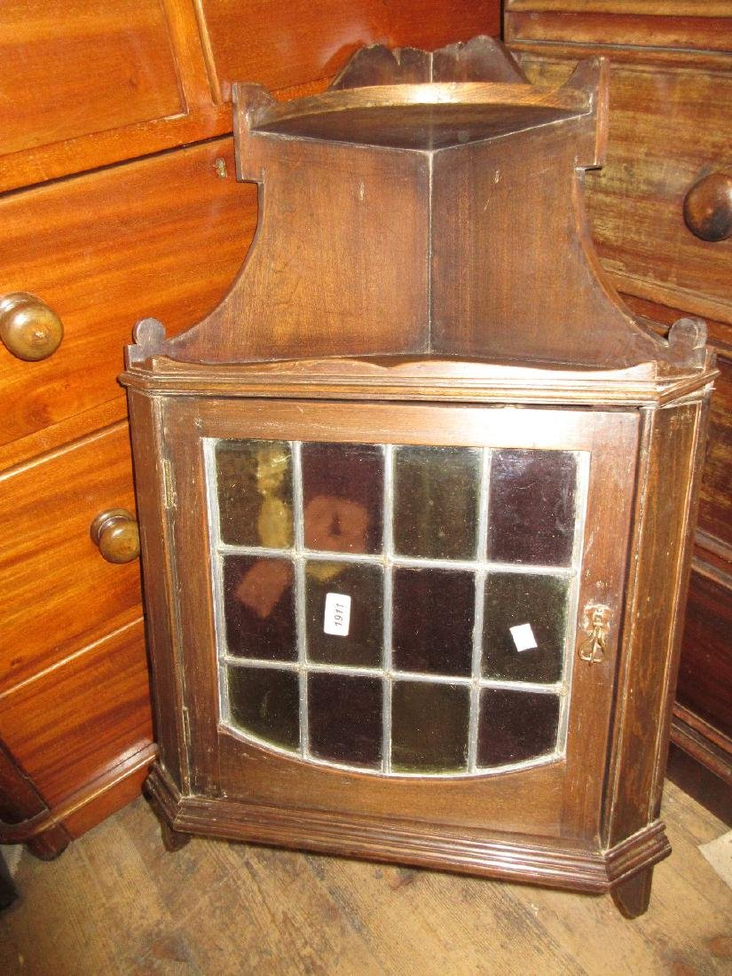 Small early 20th Century oak hanging corner cabinet