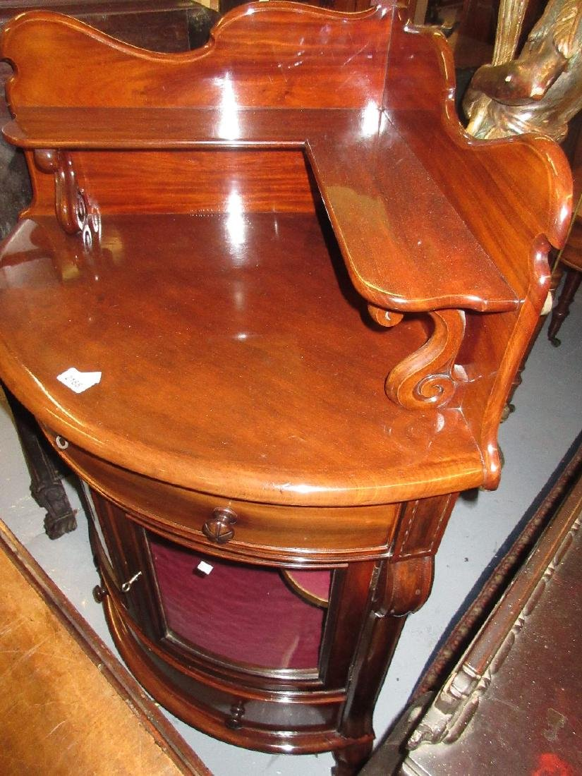 Victorian mahogany corner cabinet with a shelved back