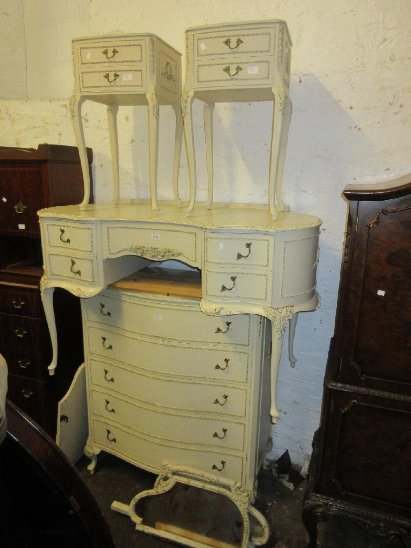 Mid 20th Century cream painted dressing table with