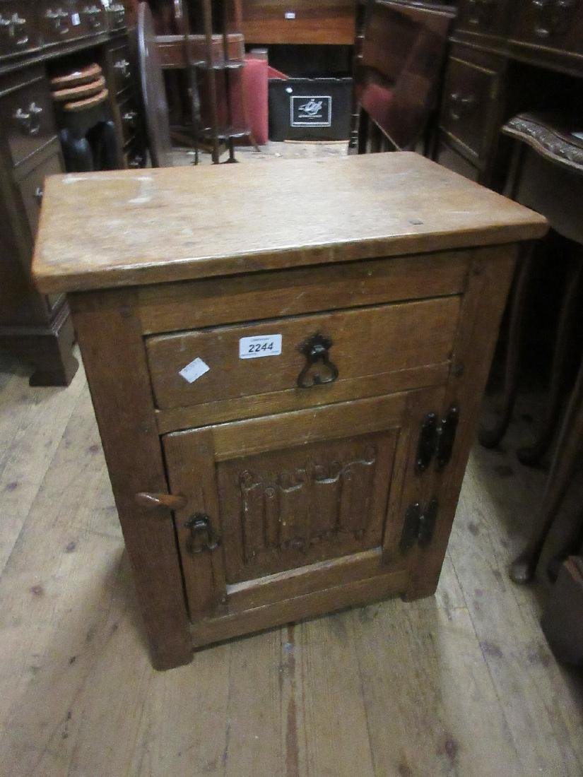 Small oak bedside cabinet having single drawer over