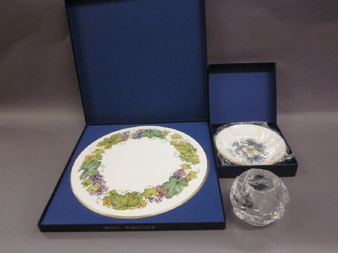 Two Royal Worcester boxed dishes, a boxed Caithness