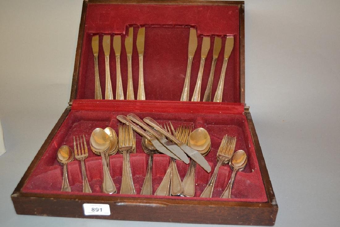 Viners silver plated canteen of cutlery in original box
