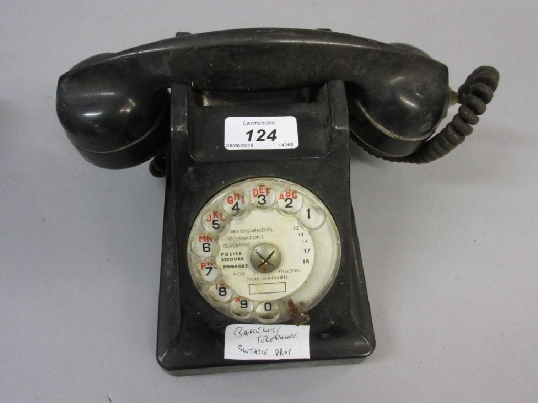 Bakelite telephone (at fault)