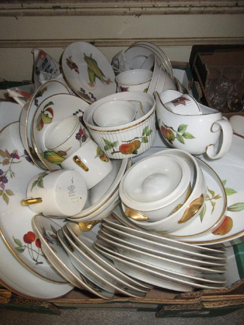 Quantity of Royal Worcester Evesham pattern dinnerware