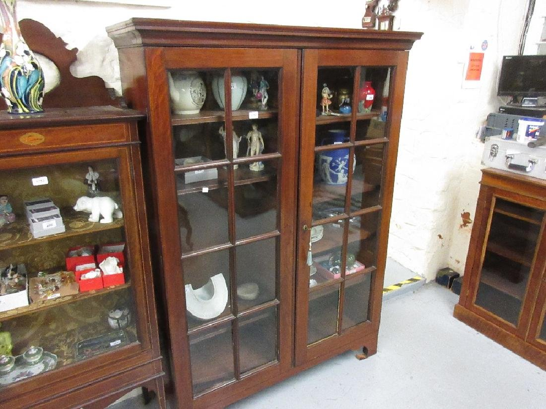 George III mahogany bookcase top, the moulded cornice