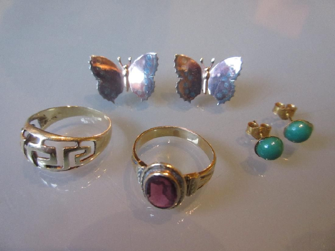 14ct gold ring of pierced design, pair of 9ct gold