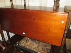 Good quality George III mahogany rectangular drop-leaf