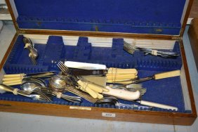 Oak Canteen Box Containing A Quantity Of Various Loose