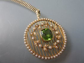 Circular Yellow Gold Split Pearl And Peridot Set