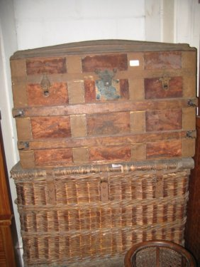 Large Late 19th Century Woven Wicker Basket With Hinged