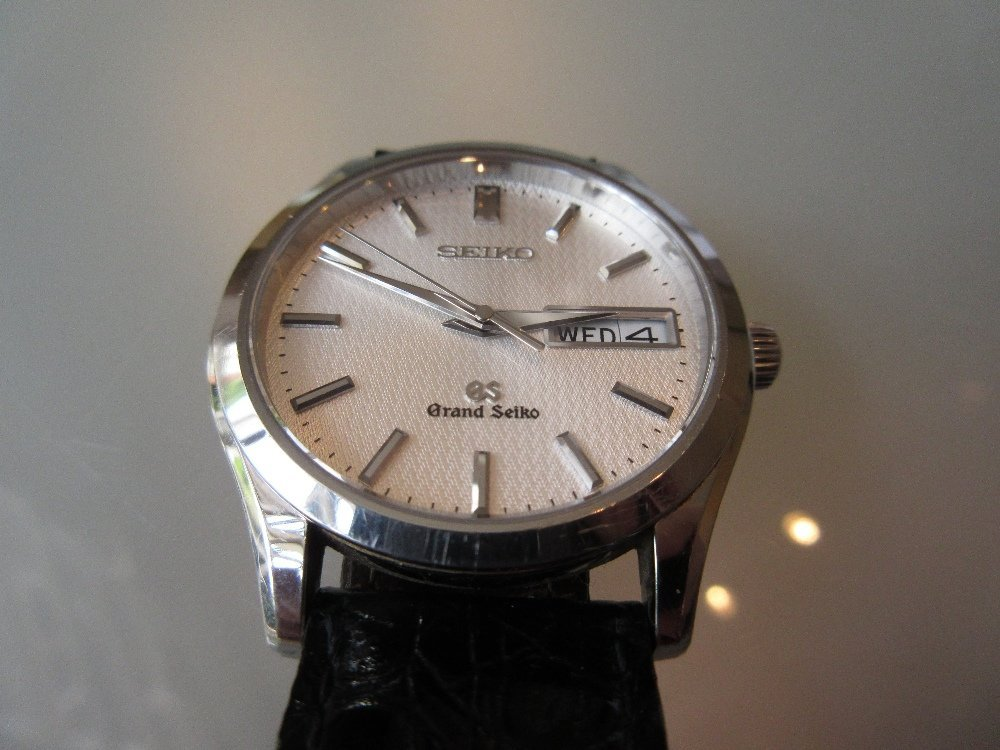 Grand Seiko quartz day / date gentlemans wristwatch