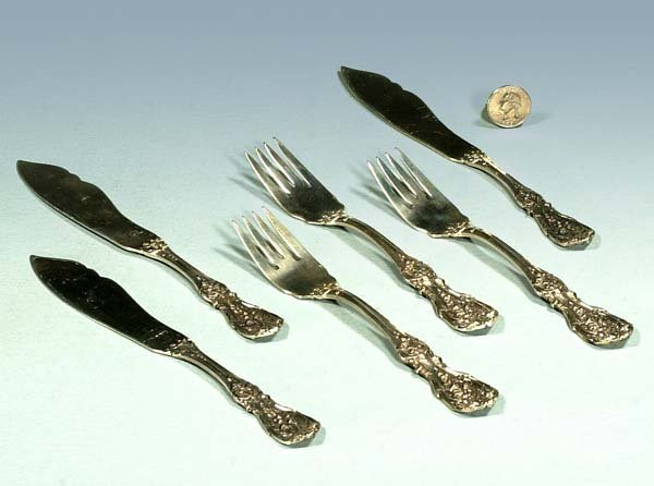 1018: Three large Reed and Barton sterling silver fish