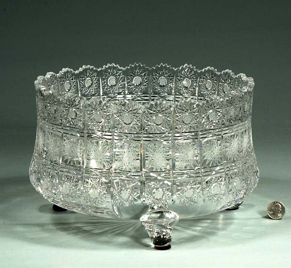 1022: Footed cut crystal fruit bowl in the Queen's Lace