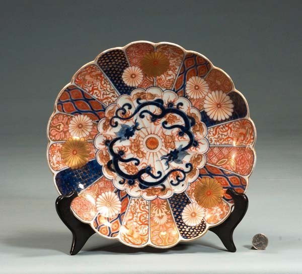 17: Imari porcelain charger with scalloped border and f