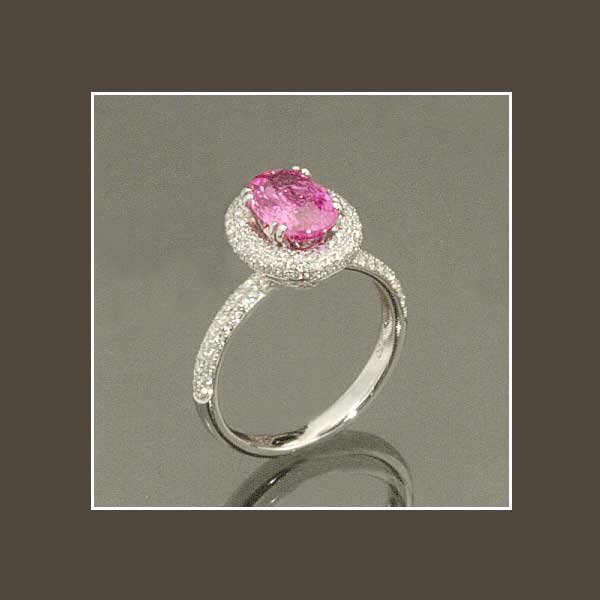 12: 18 kt. white gold ring with one oval pink sapphire,
