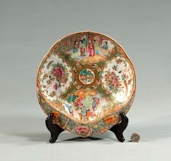 17: Chinese rose medallion porcelain shell shaped dish