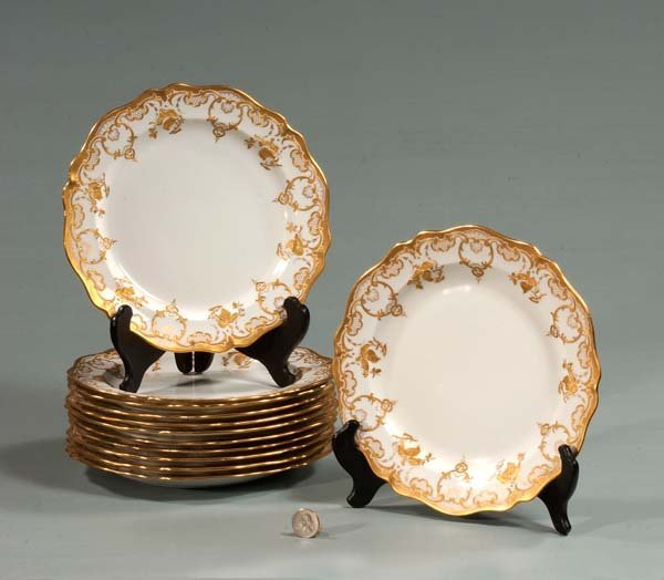 17: Set of 12 Wedgwood china dinner plates with gold bo