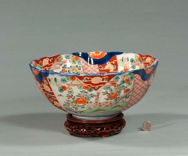 438: Imari porcelain bowl with scalloped top and a wood
