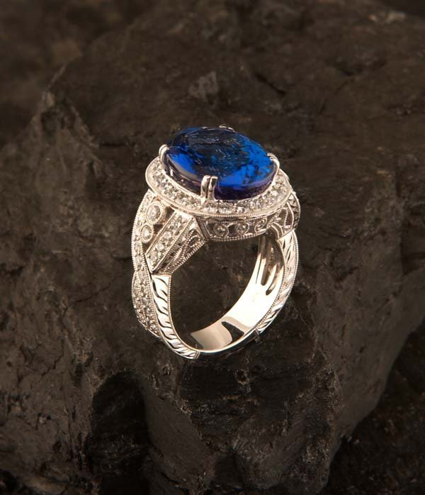 649: 18 kt. white gold ring with one oval tanzanite, ap