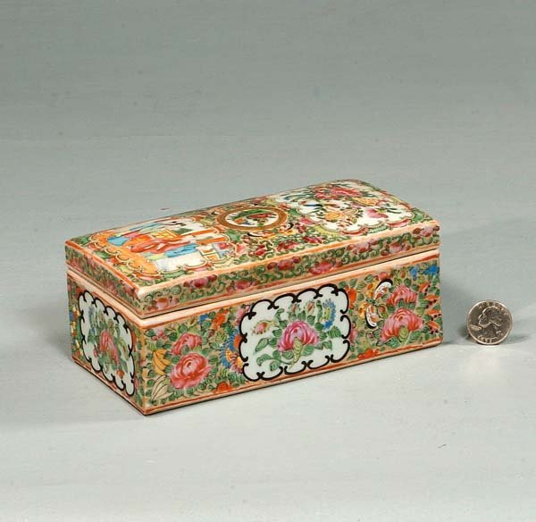 443: Chinese rose medallion porcelain comb box with fig