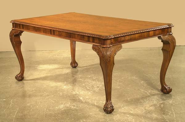 448: Fine Chippendale walnut library or dining table wi