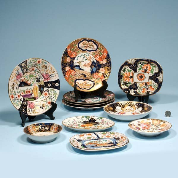 433: Group of porcelain five plates, three small bowls