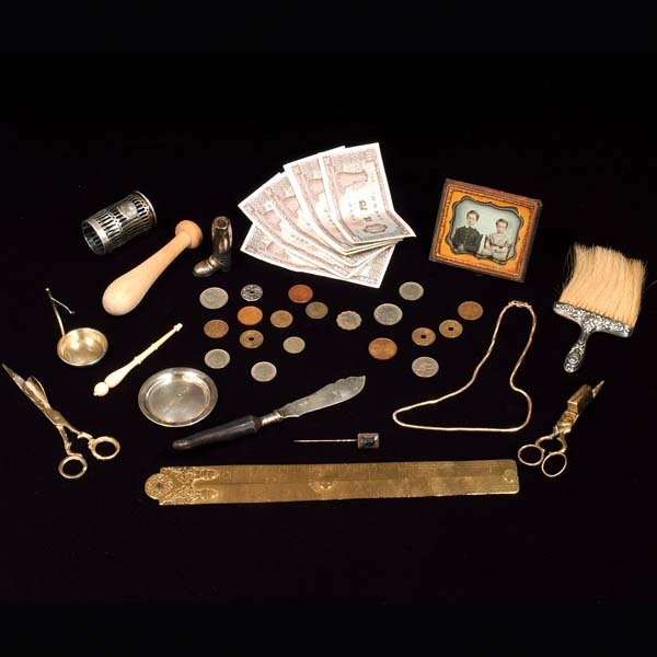 441: Group of 13 pieces of brass and silver items along