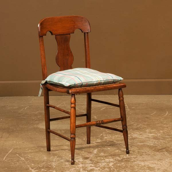 444: American maple side chair with urn shaped back spl