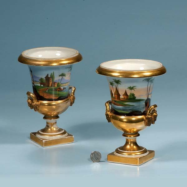 445: Pair of Old Paris porcelain urns with gold gilt an