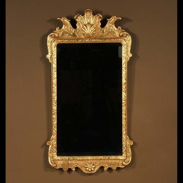 515: Queen Anne style gold gilt mirror with shell pedim