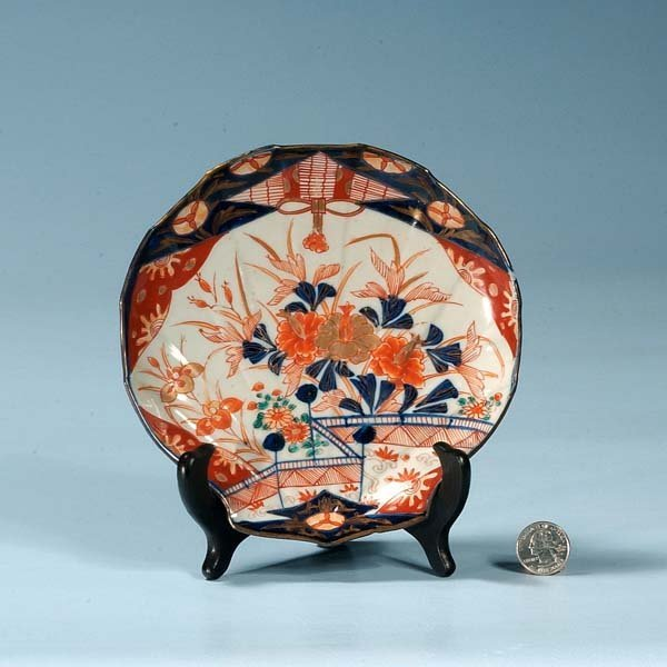 14: Imari porcelain shell shaped dish with floral decor